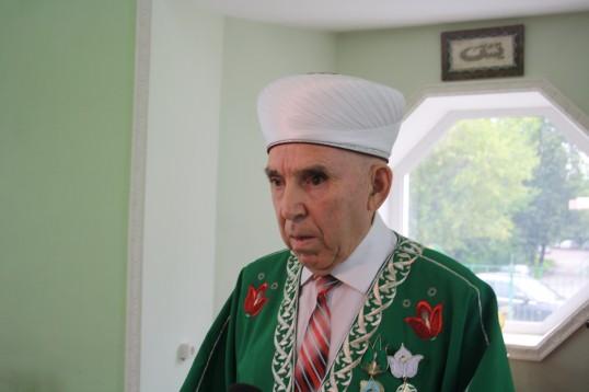 Глава региона поздравляет  с праздником Ураза Байрам.