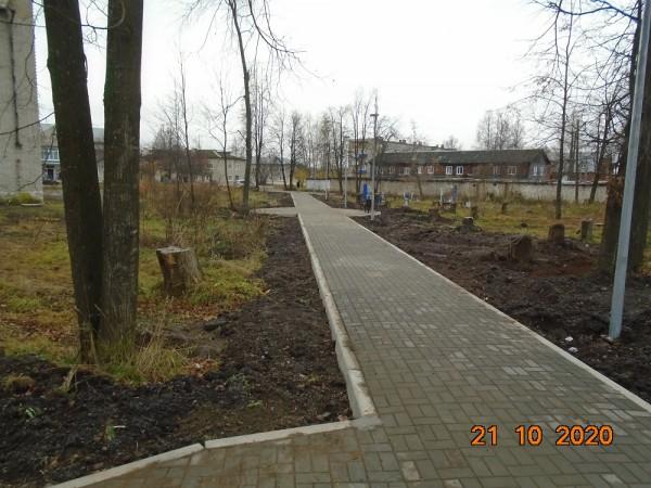 В поселке Комсомольский завершены работы по благоустройству сквера в рамках нацпроекта «Формирование комфортной городской среды»